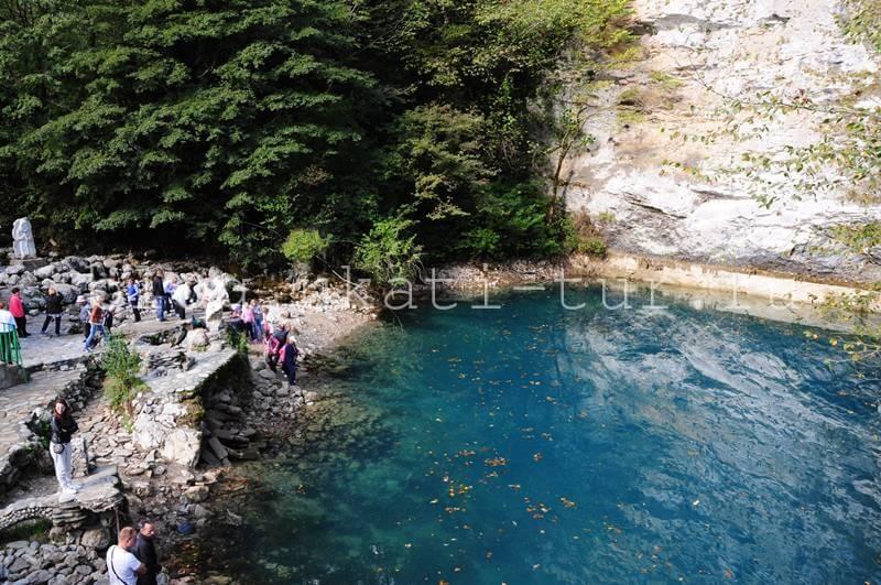 Голубое озеро октябрь