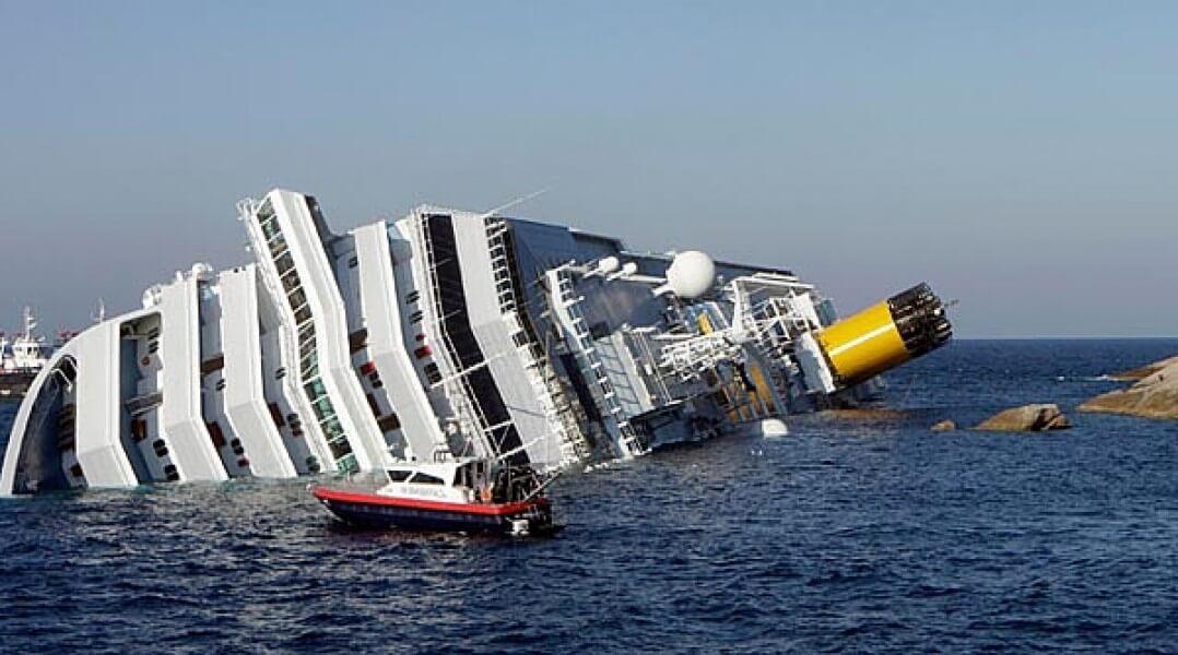 лайнер затонул