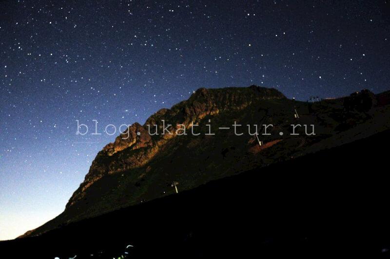 звёзды над горой