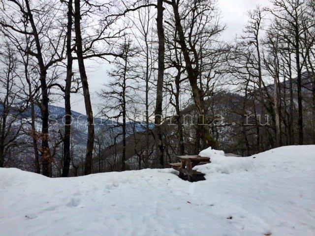 Stol_pod-snegom