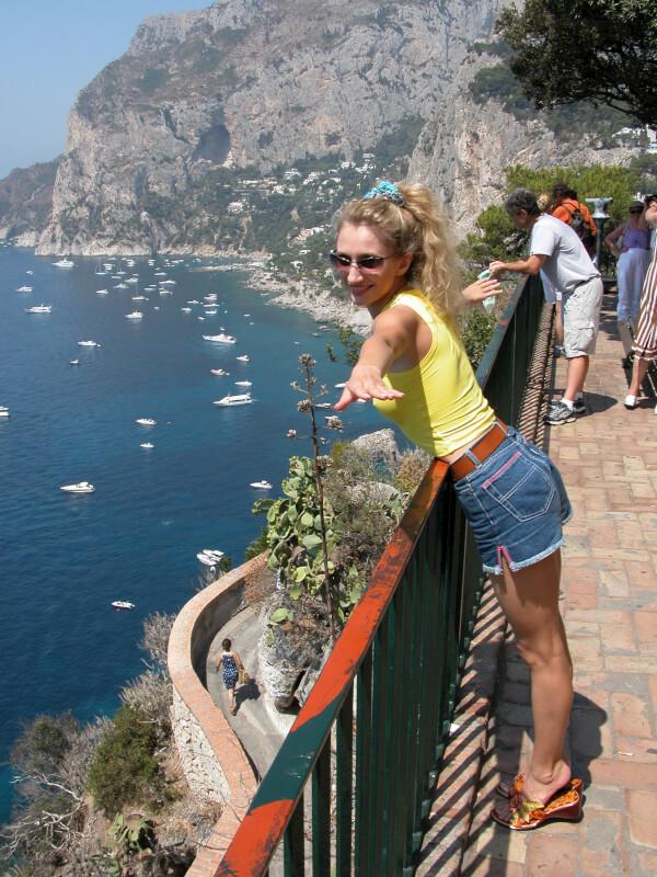 Почему люди ездят отдыхать за границу?