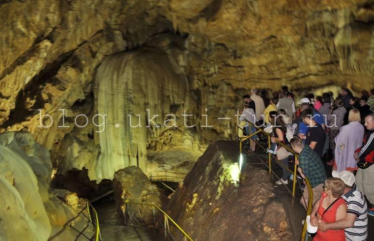 Водопад Новоафонской Пещеры