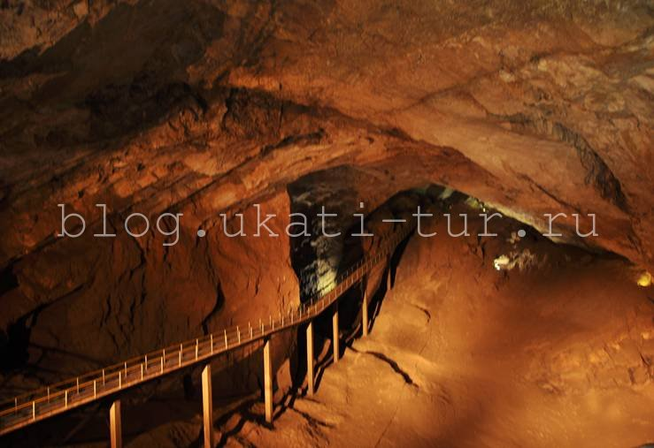 Залы Новоафонской Пещеры