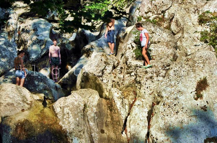 Прыгуны на водопаде