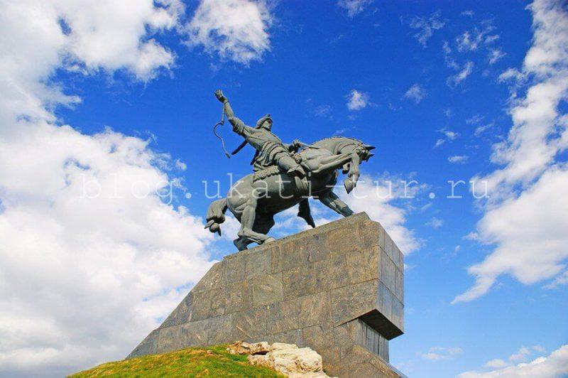 Памятник С.Юлаеву