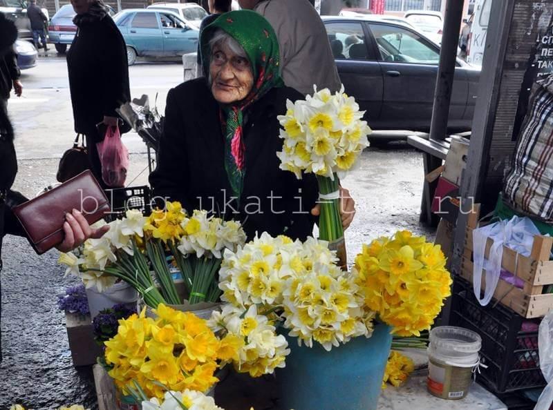 Бабушка с цветами