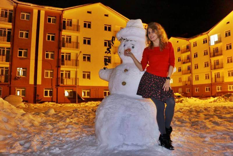 снеговик во дворе