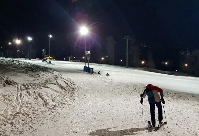 Вечернее катание в Красной Поляне: трассы, цены, расписание